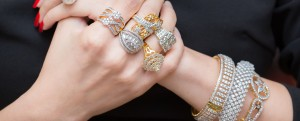 Banner-jewelry-woman-wearing-many-rings-and-diamond-bracelets